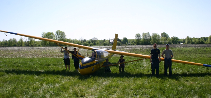 Gliding familiarization spring 2012. (Photo by S. Mayne)